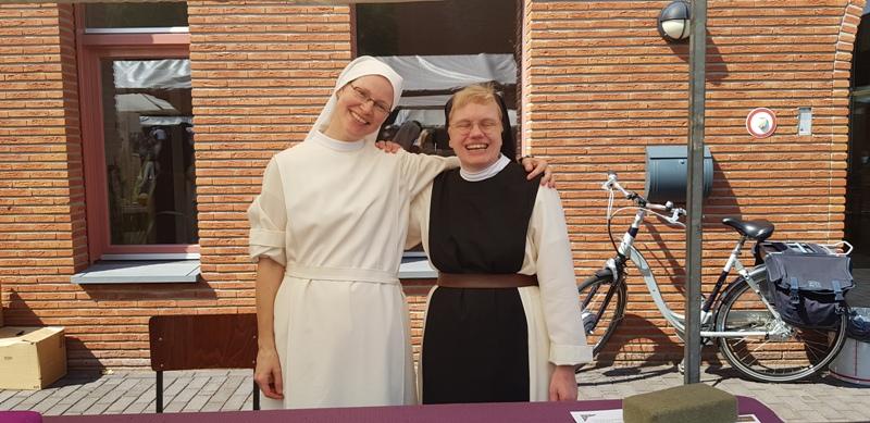 Kloostermarkt twee zusters